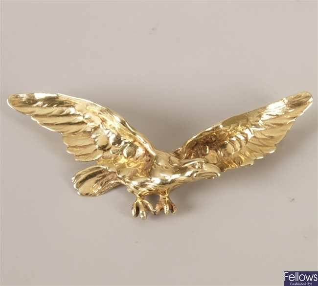 Eagle in flight brooch, weight 11.8grams.