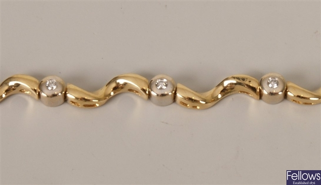 18ct gold diamond bracelet with inlaid round