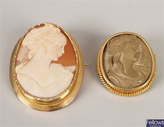 Continental gold mounted oval shell cameo brooch