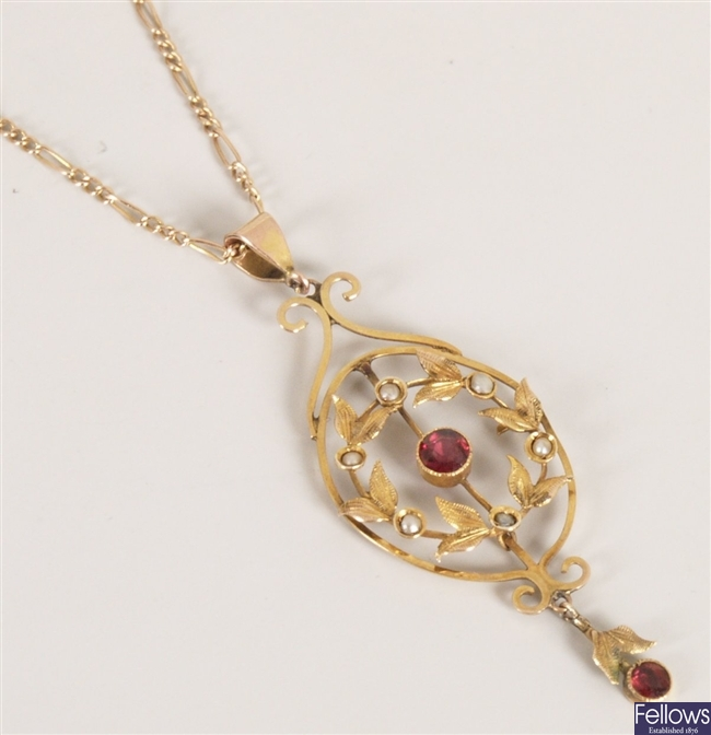 Edwardian 9ct gold garnet and seed pearl pendant