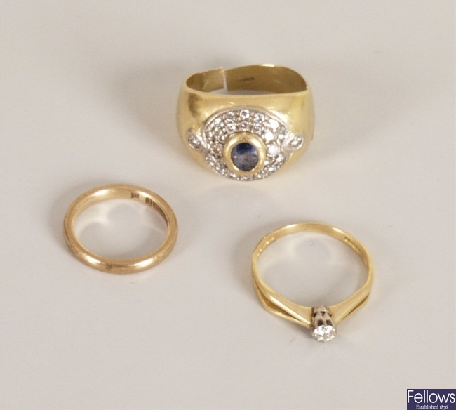 Three rings, to include a 9ct gold band ring, an