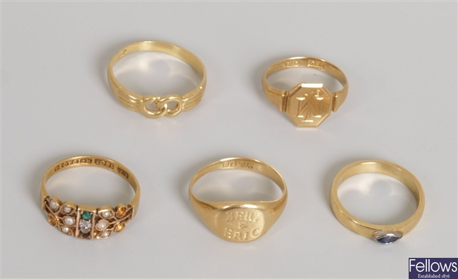Five rings to include an 18ct gold sapphire set