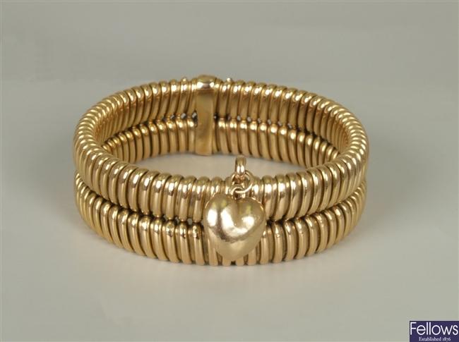 Flexible design bracelet with central suspended