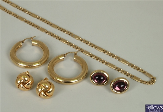 Four items of jewellery to include a 9ct gold