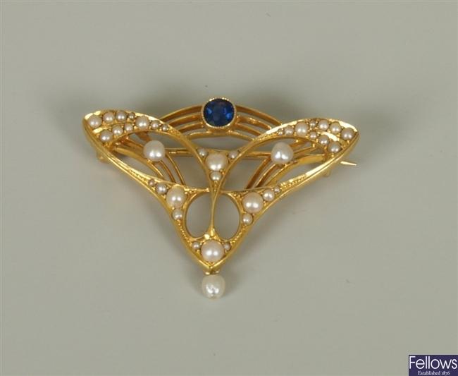 Art Nouveau 15ct gold sapphire and split pearl
