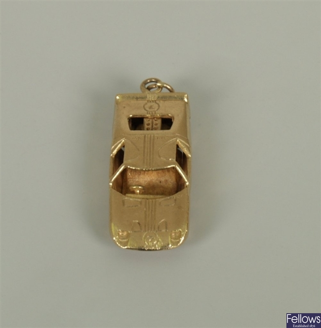 9ct gold Ford GT40 car charm, London 1969.