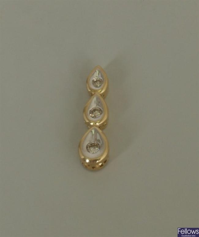 18k gold three stone diamond set pendant, in the
