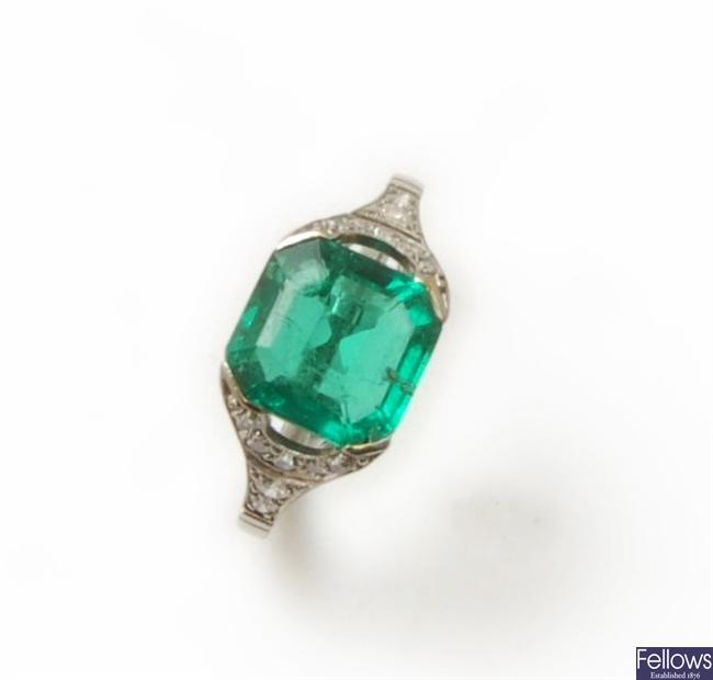A 1920Æs platinum, emerald and diamond ring,