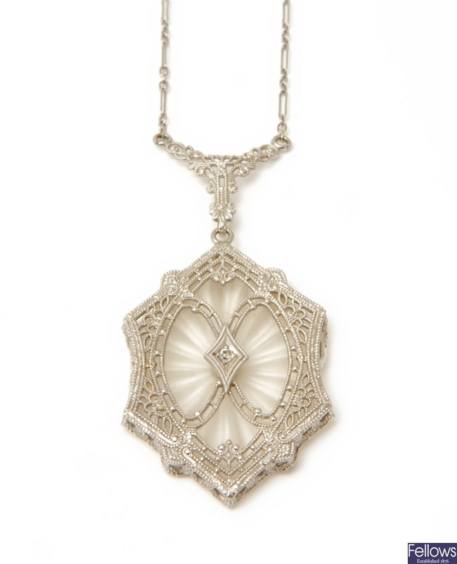 A filigree necklet in hexagonal design with a