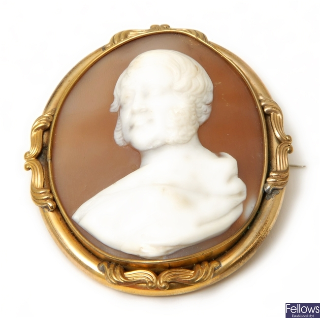 An oval shell cameo brooch depicting the head and