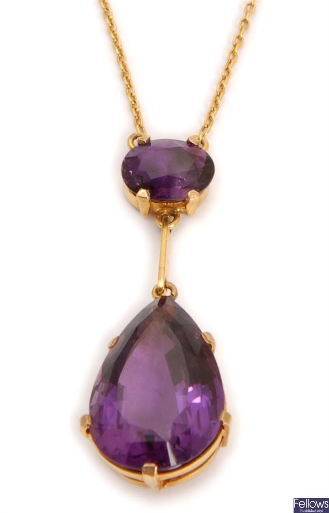An amethyst set pendant, comprising an oval