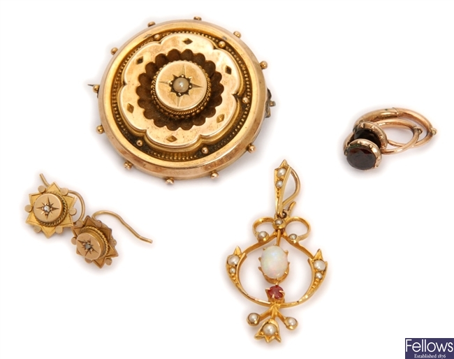 Four items, to include a Victorian split pearl