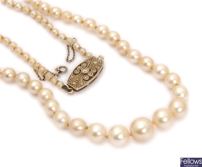 An early 20th century graduated cultured pearl