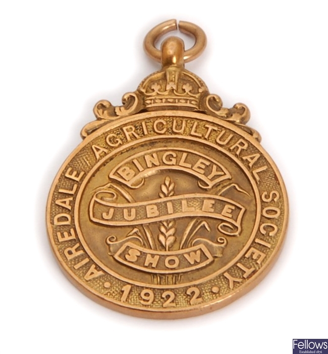 An early 20th century 9ct gold commemorative