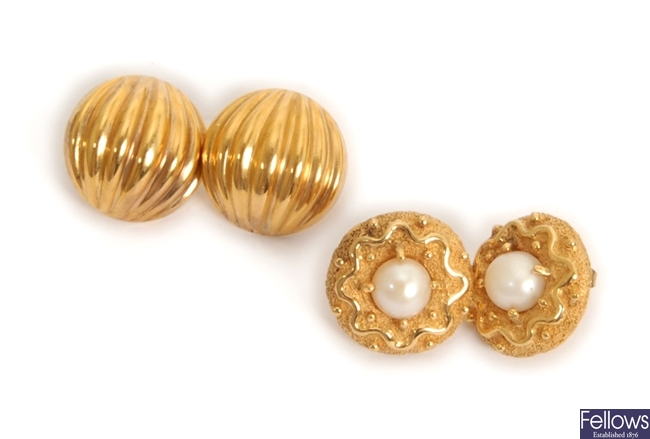 Two pairs of earrings, to include a pair of 9ct