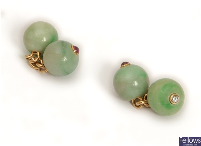 A pair of jade cufflinks, comprising chain linked