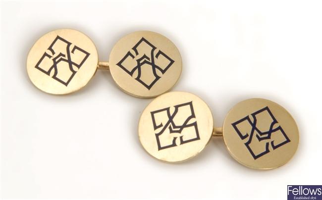 Cartier - A pair of circular panel bar link