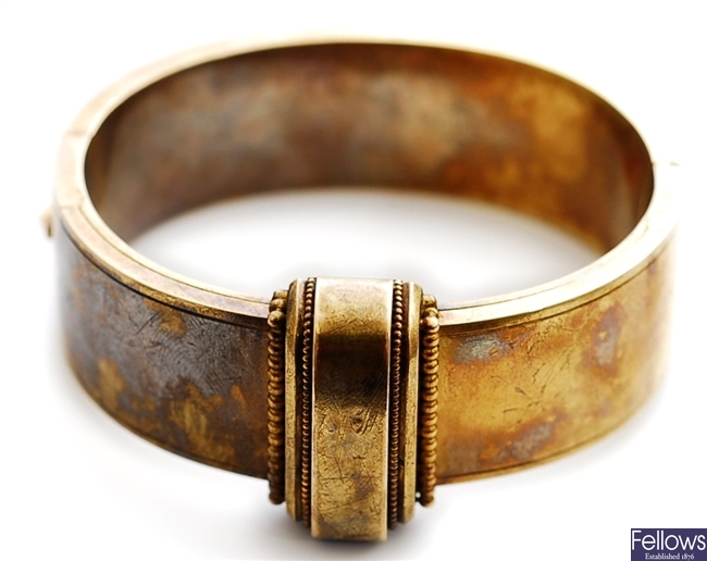 A Victorian mourning bangle, comprising a central