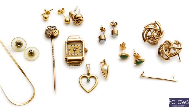 A small quantity of items, to include a Victorian
