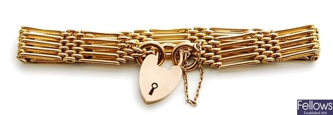 An Edwardian 9ct gold five bar gate bracelet with