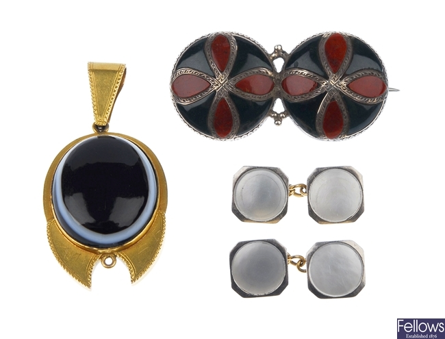 A small quantity of jewellery to include a pair