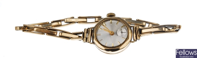 A 9ct gold lady's circular watch with cream dial,