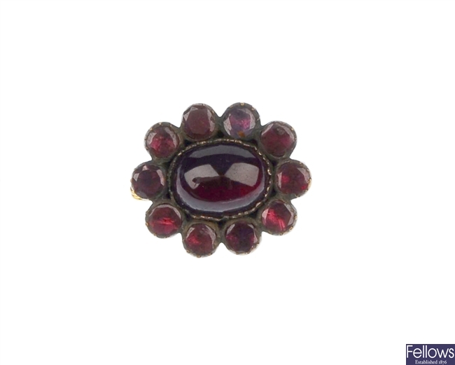 An early 20th century garnet brooch, the central