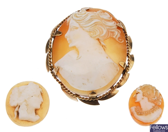 A quantity of shell/plastic cameo items, to