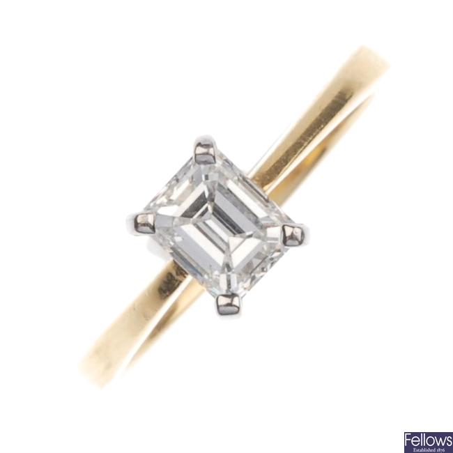 18ct gold single stone diamond ring.
