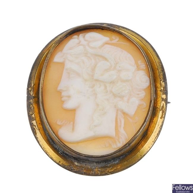 Two cameo and two tortoiseshell brooches.