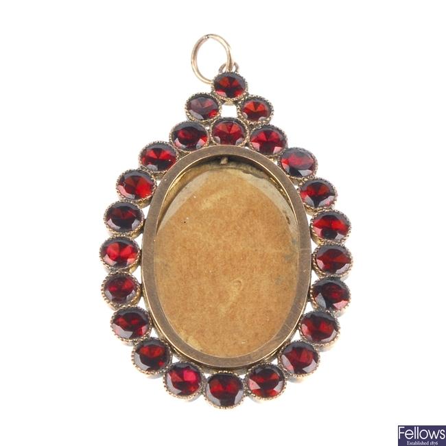 Late 19th century garnet set pendant.