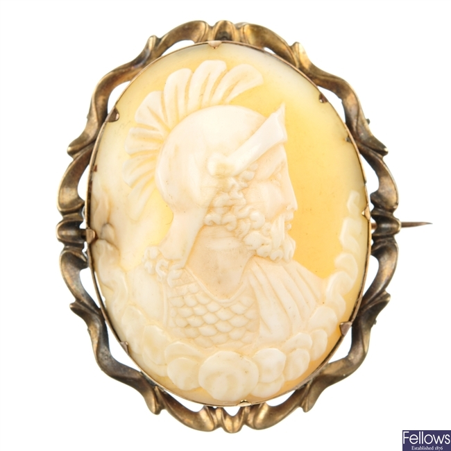An early 20th century shell cameo brooch.