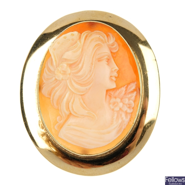 Four cameo brooches.