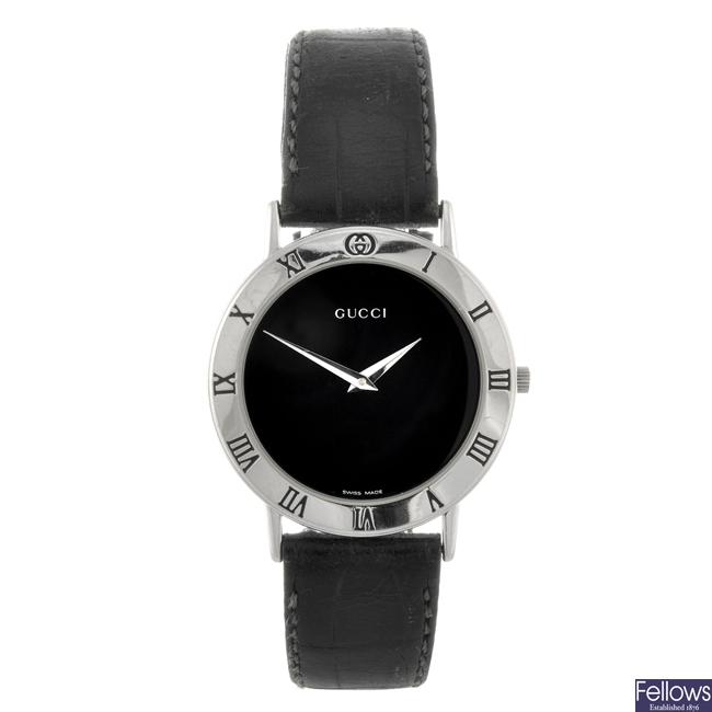 A stainless steel quartz gentleman's Gucci 3000M wrist watch.