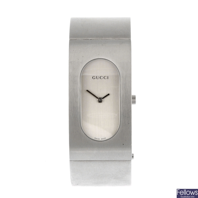 A stainless steel quartz lady's Gucci 2400L bracelet watch.