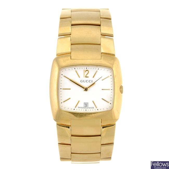 A gold plated quartz gentleman's Gucci 8500M bracelet watch.