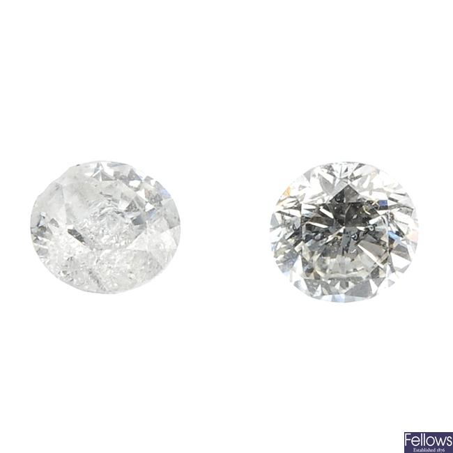 Eight brilliant-cut diamonds.