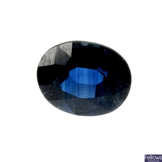 A loose oval-shape sapphire of 2.98cts.
