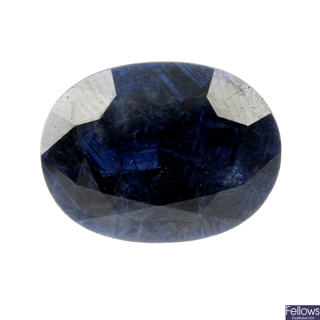 A loose oval-shape sapphire of 13.12cts.