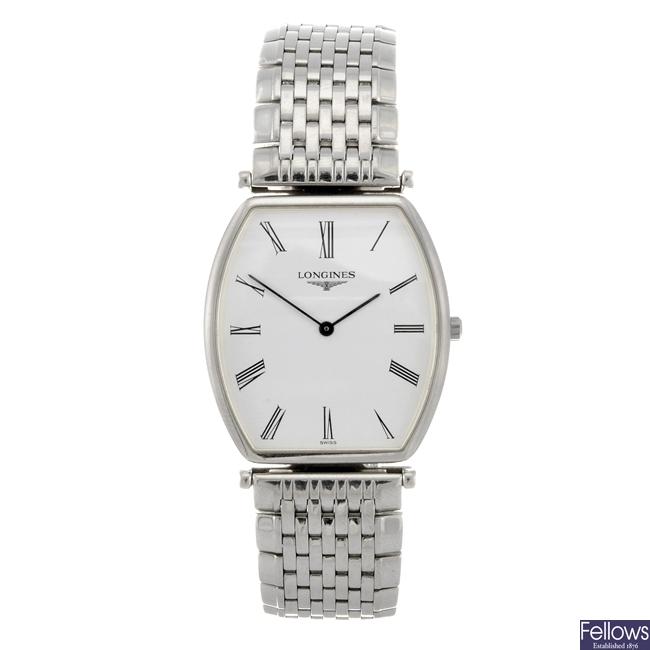 (0009) A stainless steel quartz gentleman's Longines bracelet watch.