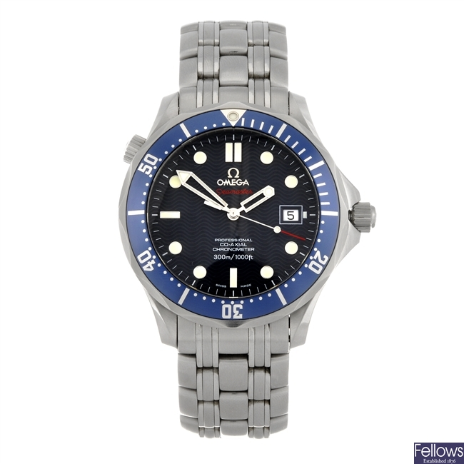 (811005164) A stainless steel automatic gentleman's Omega Seamaster Co-Axial bracelet watch.