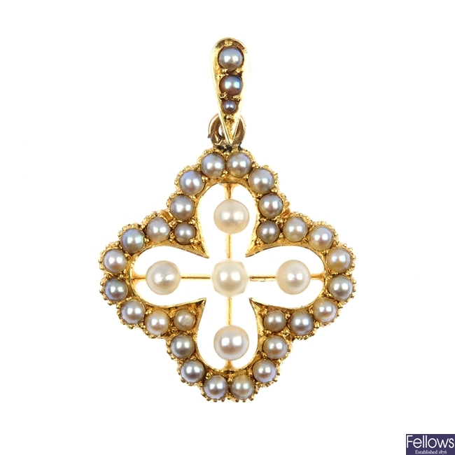 An early 20th century 15ct gold seed pearl pendant.