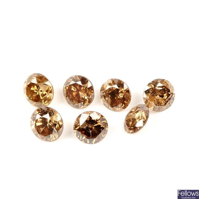 Seven brilliant-cut diamonds.