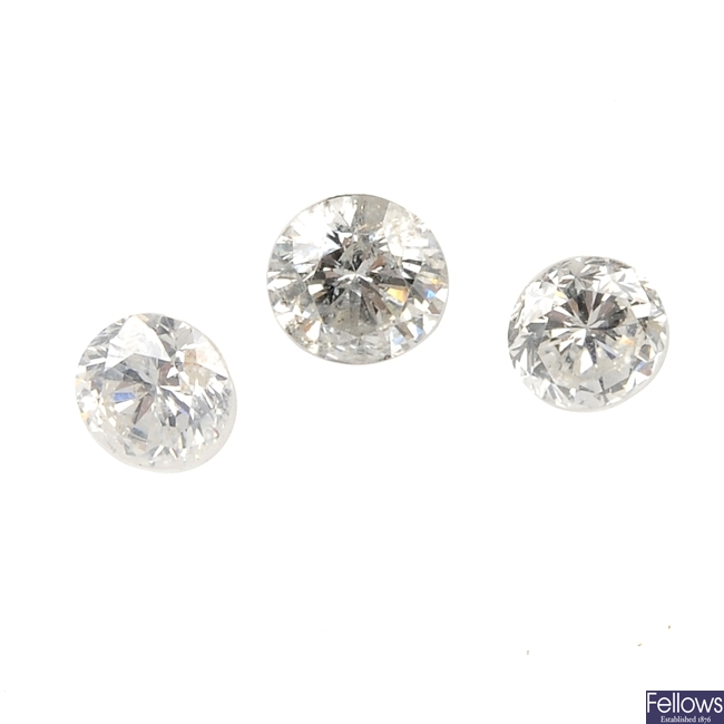 Six brilliant-cut diamonds.