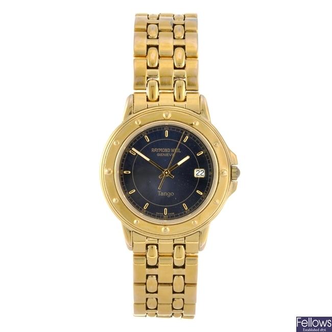 A gold plated quartz gentleman's Raymond Weil Tango bracelet watch.