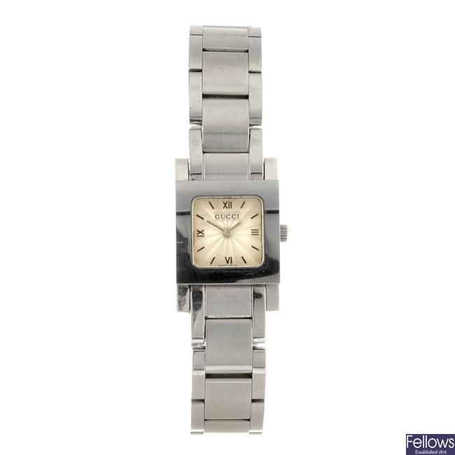A stainless steel quartz lady's Gucci 7900 P bracelet watch.