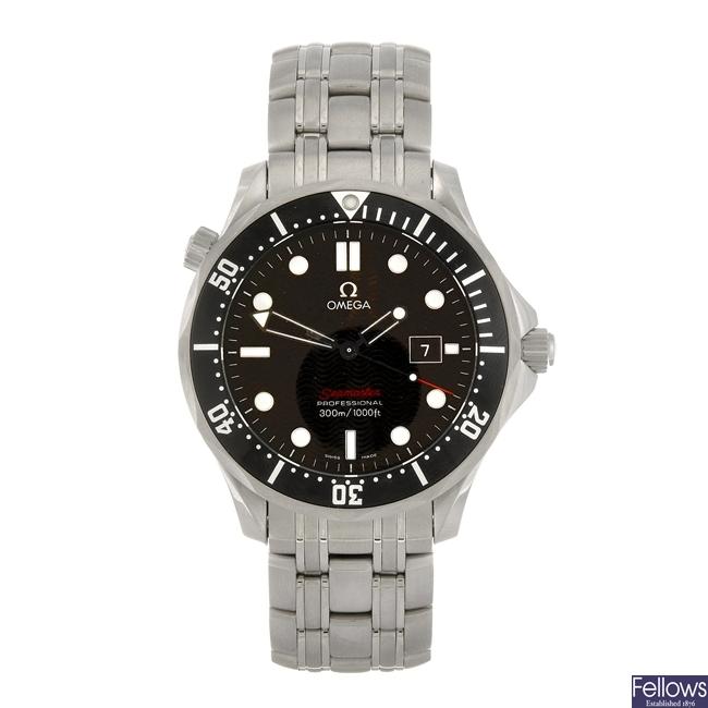 (55408) A stainless steel quartz gentleman's Omega Seamaster bracelet watch.