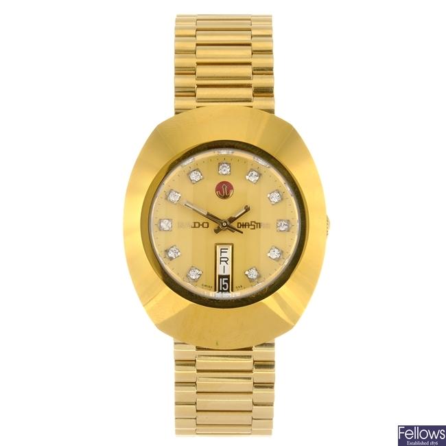 (954000848) A gold plated automatic gentleman's Rado DiaStar bracelet watch.
