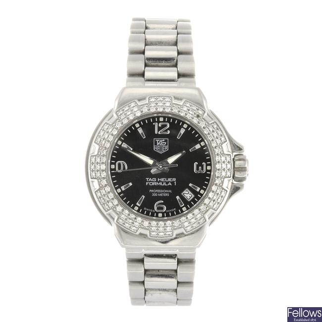 (959000283) A stainless steel quartz lady's Tag Heuer Formula 1 bracelet watch.