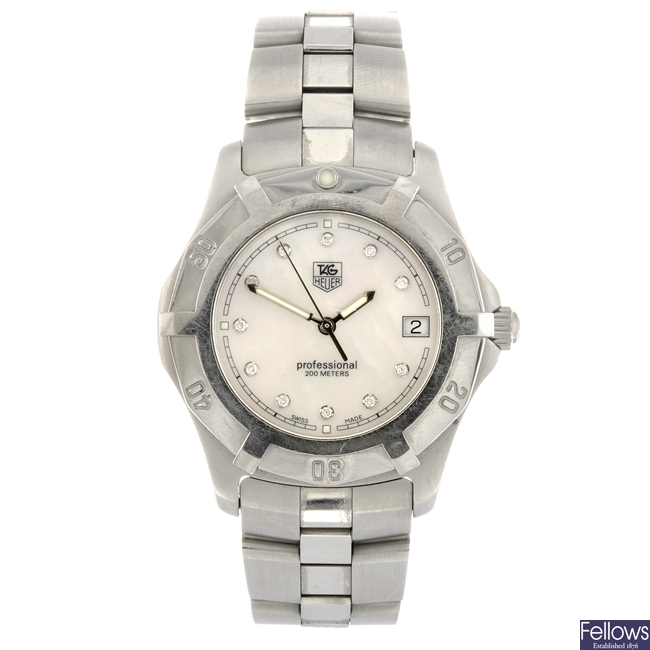 (205153587) A stainless steel quartz gentleman's Tag Heuer 2000 Exclusive bracelet watch.